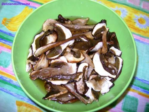 Risotto ai funghi porcini deliziando in cucina - Funghi secchi a bagno ...