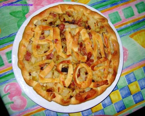 Torta salata con porri, patate e pancetta