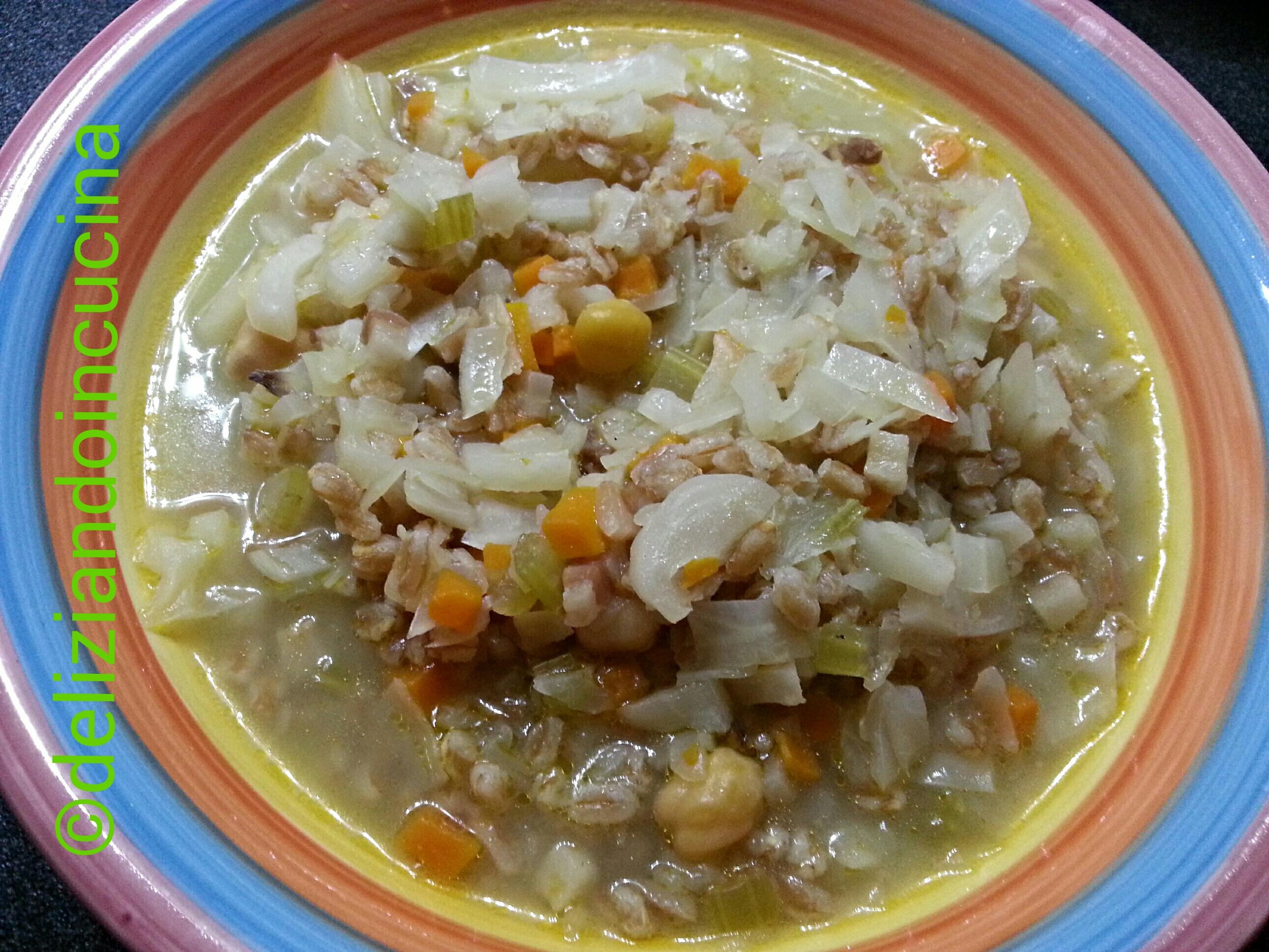 Zuppa di cavolo con farro